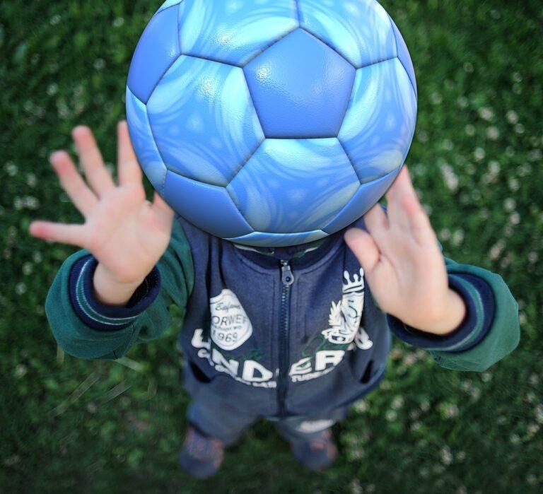 soccer ball 54e3d24a4d 1280 768x699 - Compromiso deportivo y social